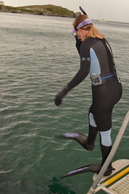 "Miranda Krestovkoff jumps off ""Atlantic Diver"" in search of Jellyfish"