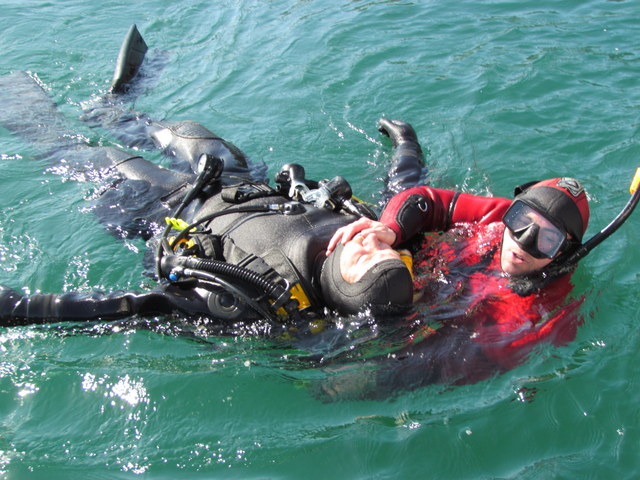 Rescue diver returns Casualty to Atlantic Diver
